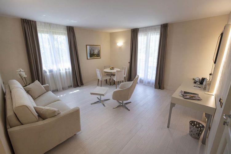 _Superior-suite-ampiezza-2-Park-hotel-Imperial-limone