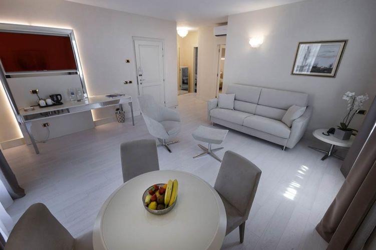 _Superior-suite-soggiorno-Park-hotel-Imperial-limone